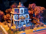 Noch 66990 Haunted House with micro-sound Ghost Howling and Light EffectsH0